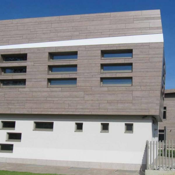 Visuel Panneau de façade HPL Fundermax® 4100 x 1300 x 8 mm Gris médium